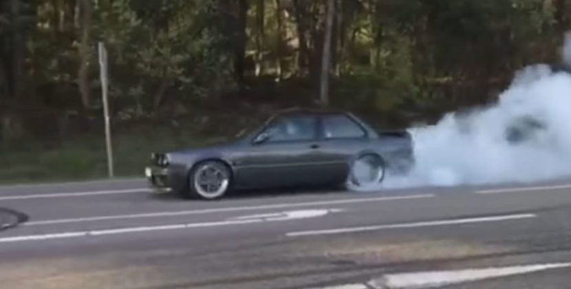 BMW E-30 receives top notch modifications to present an amazing burnout